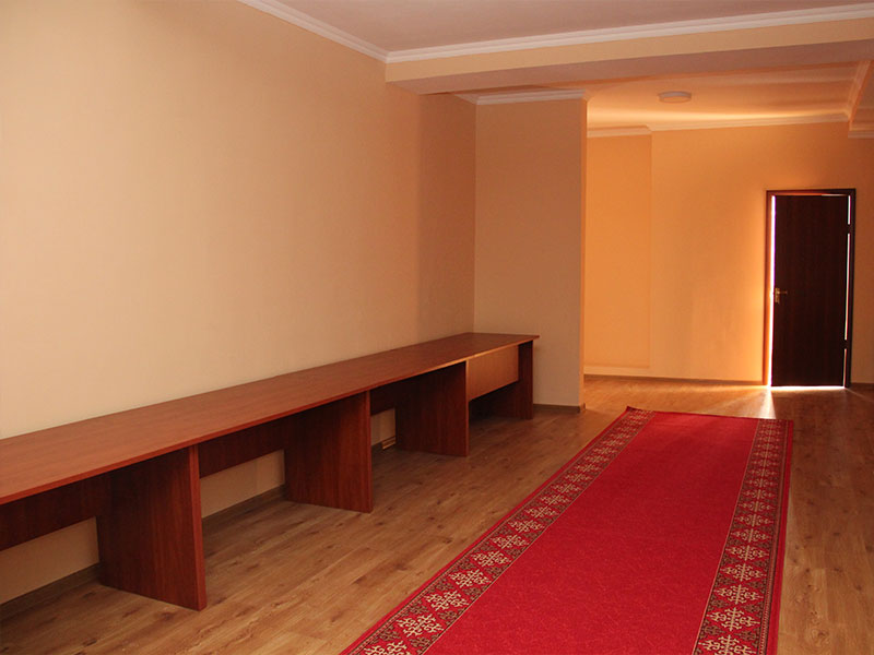 The lobby in front of the conference room can be used both for the registration of participants and for coffee breaks